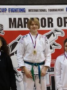 Viola Fritsch mit der Goldmedaille in Maribor