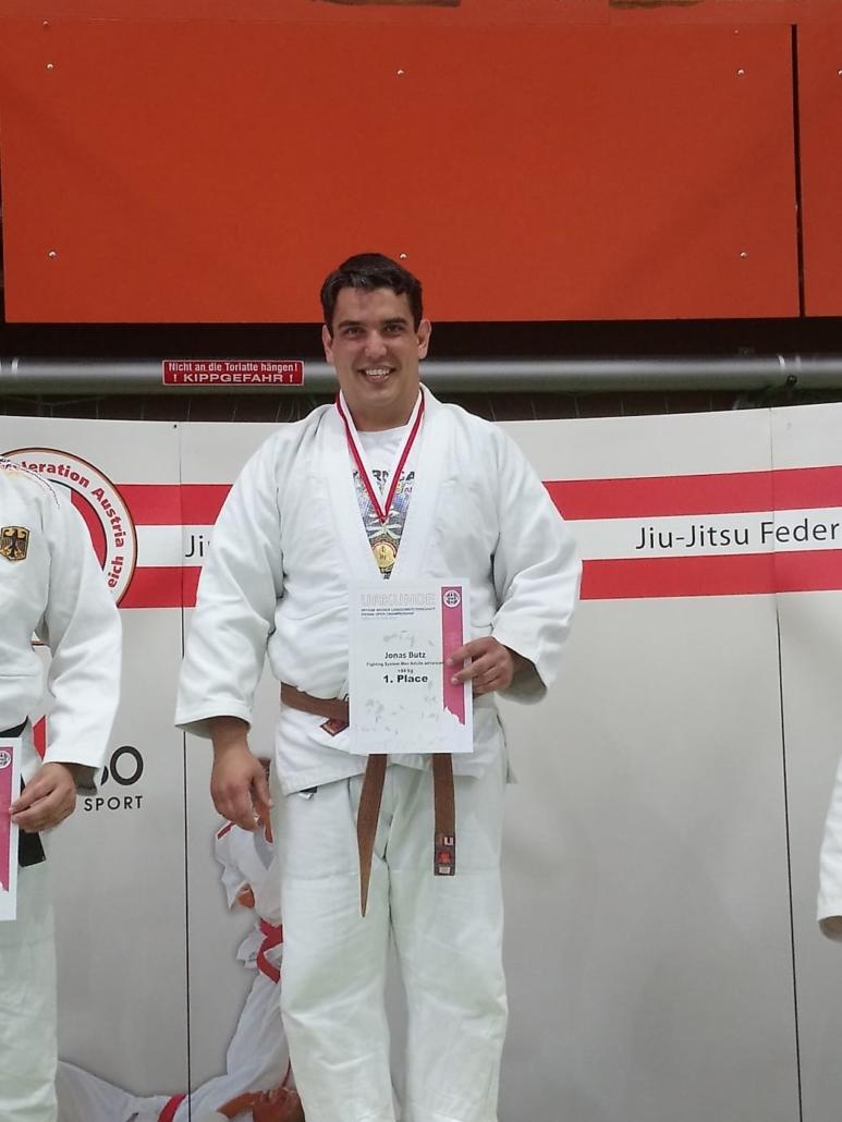 Jonas Butz mit Goldmedaille.